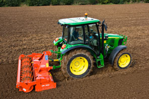 The John Deere 5R series: new 80, 90 and 100 horsepower tractors