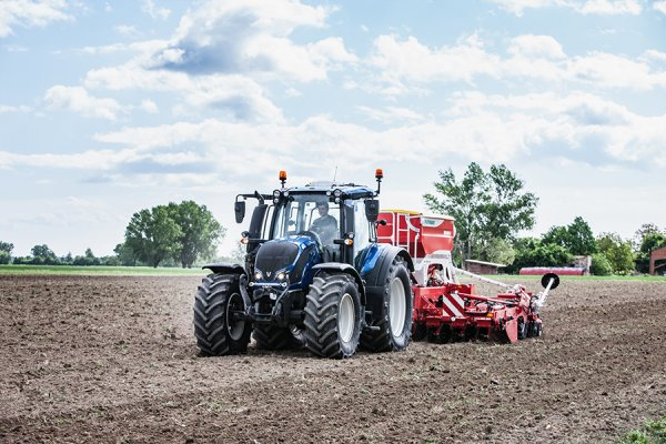 Valtra switches to 100-percent renewable fuel to fill new tractors